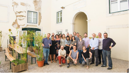 The whole group poses together in Lisbon.  Saša Krajnc, CC BY